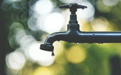 È legale staccare l'acqua in caso di morosità?